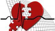 El corazón está hecho de piezas de un rompecabezas para soltar